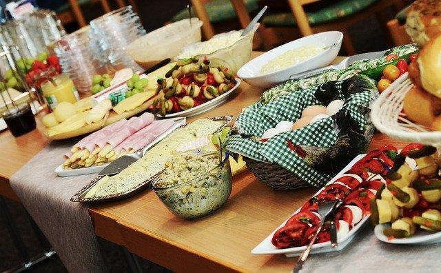 婚活パーティーなどのイベントで集客することも重要。