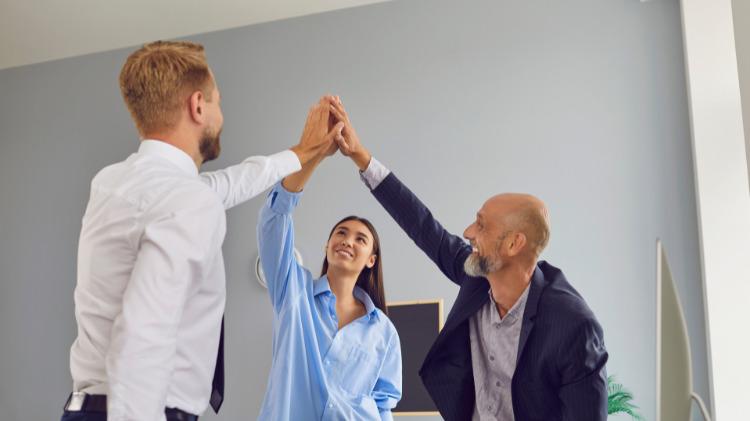 結婚相談所を個人や小規模で開業した場合の開業モデル