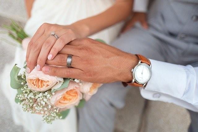 結婚相談所を経営した場合の年収と収入や支出の内訳まとめ